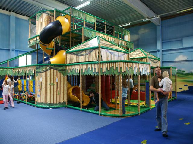indoor spielpark indoorspielplatz hallenspielplatz ausstattung spielger te werbemittel und. Black Bedroom Furniture Sets. Home Design Ideas
